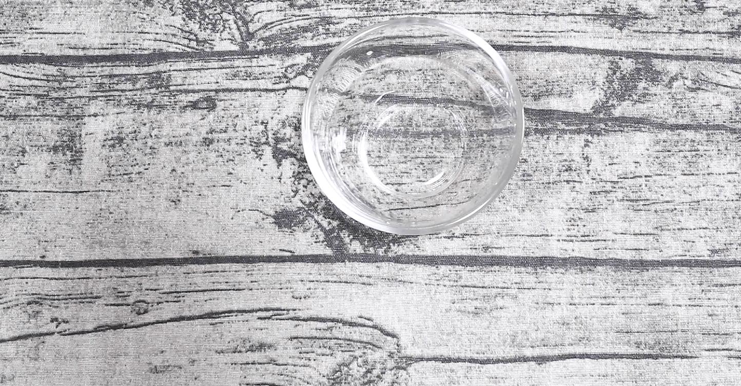 カップに水を小さじ2用意しておく