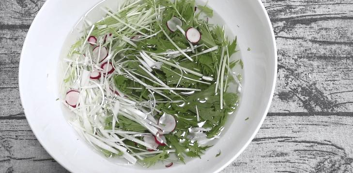 切った野菜を水につけておく